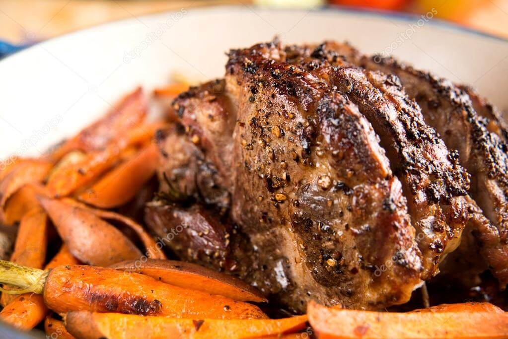 Receita: Carne de porco assada com batata e cenouras