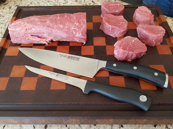 Exemplo de melhores facas para churrasco - Faca Desossa, Faca Chef e o Filé Mignon.